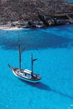 Voilà un des symboles de Malte, le Blue Lagoon.