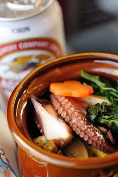 Octopus Rice in Ceramic Jar | Ekiben from Akashi, Japan 明石名物 ひっぱりだこ飯