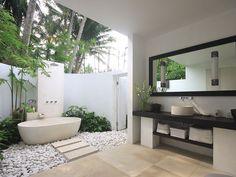 Beautiful Indoor Outdoor Bathroom Design Ideas and Villa Songket Bali Individual 6 Bathroom Designs Bathroom Indoor Outdoor Bathroom, Outdoor Baths, Outdoor Showers, Outdoor Tub, Dream Bathrooms, Beautiful Bathrooms, Balinesisches Bad, Balinese Bathroom, Tropical Bathroom