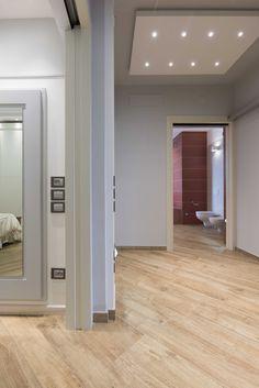 Vimar residenza privata a Pistoia. Corridoio con comandi e prese della serie civile Eikon. Scopri http://www.vimar.com/it/it/residenza-privata-pistoia-12644172.html