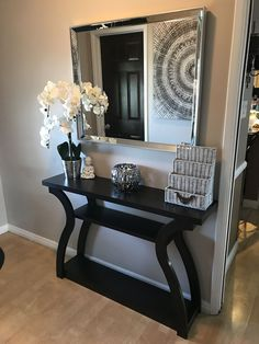 Check this, you can find inspiring Photos Best Entry table ideas. of entry table Decor and Mirror ideas as for Modern, Small, Round, Wedding and Christmas. Home Living Room, Living Room Designs, Living Room Decor, Dining Room, Bedroom Decor, Hallway Decorating, Entryway Decor, Decorating Ideas, Decor Ideas
