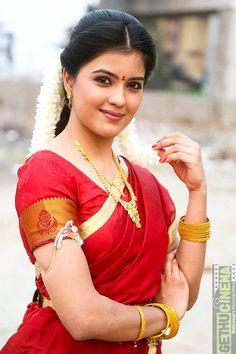 Amritha Aiyer saree traditional look red colour saree Kaali, Padaiveeran Movie Actress Amritha Aiyer HD Photos Beautiful Girl Indian, Beautiful Girl Image, Beautiful Indian Actress, Beautiful Actresses, Beautiful Saree, Beautiful Women, Beauty Full Girl, Cute Beauty, Beauty Women