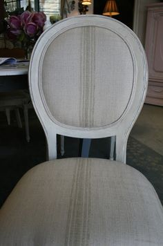 Reloved Rubbish: Round Back Dining Chairs I think I will use this technique for my farmhouse table! I already have French Linen, just need some old white Cane Back Chairs, Round Back Dining Chairs, Vintage Sideboard, Vintage Dressers, Paint Furniture, Furniture Makeover, Furniture Refinishing, Furniture Projects, Grey Bedroom Set