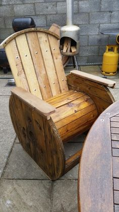 spool chair Wood Spool Tables, Spool Chair, Drum Chair, Barrel Furniture, Wood Pallet Furniture, Wood Pallets, Wooden Cable Spools, Wire Spool, Wooden Spool Projects