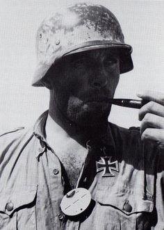 Deutsche Afrika Korps   Deutsche Afrika Korps veteran enjoyi…   Flickr