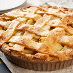 There is nothing more American than apple pie! And this delicious, classic homemade apple pie made with a lattice crust is a true winner! Classic Apple Pie Recipe, Perfect Apple Pie, Best Apple Pie, Perfect Pie Crust, Homemade Apple Pies, Apple Pie Recipes, Gluten Free Apple Pie, Kenwood Cooking, Cooking For A Crowd