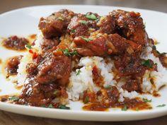 Surinaamse Stoofpot met kip - Familie over de kook Healthy Slow Cooker, Healthy Crockpot Recipes, Cooking Recipes, Healthy Diners, Food Porn, Exotic Food, Comfort Food, Healthy Meals For Two, Food Platters