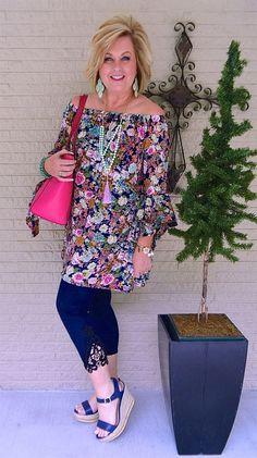After 40 florals lace leggings spring outfit fashion for the everyday woman Over 50 Womens Fashion, 50 Fashion, Fashion Over 40, Ladies Fashion, Fall Fashion, Fashion Stores, Petite Fashion, Trendy Fashion, Fashion Brands