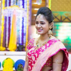Pinterest :@achyi Indian Bridal Sarees, Bridal Silk Saree, Saree Wedding, Wedding Bride, Saree Jewellery, Gold Jewellery, India Jewelry, Bridal Jewelry, Jewelery