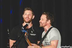 "Jensen & Rob singing ♪ Fare Thee Well ♪ #SPNPHX ♥◡♥ // amy ;-/ | .@amyshaped #spnphx on Twitter: "".@JensenAckles & @RobBenedict - @LoudenSwain1 Saturday Night Special - Phoenix, AZ 2016 #SPNPHX#SPNConvention #Glendale#Phoenix#Jensen #hottie #Rob Benedict"