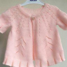 Kids Knitting Patterns, Baby Sweater Knitting Pattern, Knitted Baby Cardigan, Knit Baby Sweaters, Knitting For Kids, Easy Knitting, Girls Sweaters, Baby Vest, Crochet Baby