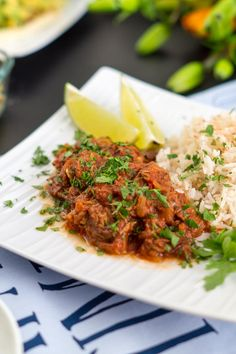Eine kulinarische Entdeckungsreise führt uns heute in das malerische Kuba mit dem Rezept für Ropa Vieja aus zerkochtem Rindsteak in Tomatensauce