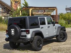 """Jeep Wrangler Unlimited """"Call of Duty: MW3"""" (2011)."""