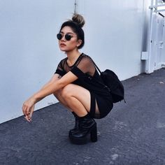 Image via We Heart It #black #black&white #grunge #sunglasses #white
