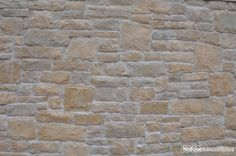 Afscheidingsmuur - schutting bekleedt met CottageStone Steenstrips Bergamo Lione.