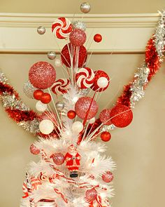 Love this Glittered Tree Topper Craft. Link to 42 Martha Stewart Affordable Christmas Crafts. Diy Christmas Tree Topper, Diy Tree Topper, Elf Christmas Decorations, Christmas Picks, Grinch Christmas, Christmas Holidays, Christmas Wreaths, Christmas Crafts, Christmas Ideas