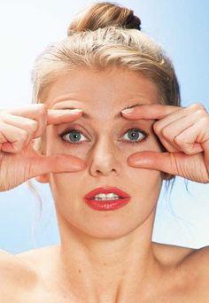 Ejercicios para el contorno de los ojos - Gimnasia facial para una piel más tersa