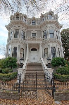 Old victorian mansion in Sacramento, California, USA