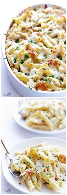 Creamy + declicious chicken alfredo baked ziti | gimmesomeoven.com #OnePotPasta