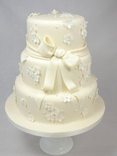 Weddingcake lace pattern ivory/ white Bruidstaart kanten patroon in ivoor/ wit