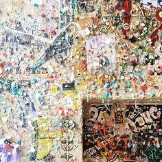 によるInstagramの写真ficklekitten - I wonder who started this gross funny gum wall.  一体誰が始めたのか.. シアトルの変な名所, ガムの壁