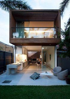 Casa com portico em madeira