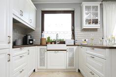 Znalezione obrazy dla zapytania kuchnia w stylu angielskim aranżacje Coffee Station Kitchen, Home And Deco, Sweet Home, Kitchen Cabinets, Design, Home Decor, Small Kitchens, Interior Ideas, Kitchens