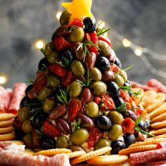 120 Festive Christmas Appetizers - Prudent Penny Pincher Bring one of these creative appetizers to your Christmas party! These Christmas appetizers include dips, spreads, finger foods and much more. Salmon Avocado, Salmon Salad, Christmas Eve Appetizers, Cheese Tree, Cafe Delites, Antipasto Platter, Tuscan Chicken, Cocktail, Holiday Recipes