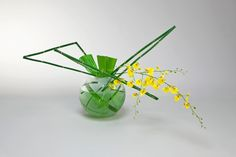 ikebana | hana-ikebana Arrangements Ikebana, Floral Arrangements, Flower Arrangement, Japanese Flowers, Japanese Art, Leaf Design, Floral Design, Art Floral, Sogetsu Ikebana