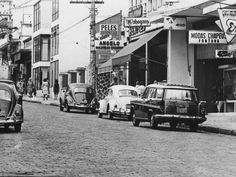 10-03-1965 - Fuscas na badalada rua Augusta, nos Jardins. Acervo: Estadão.
