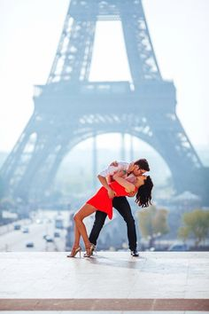 Ahhh…l'amour… Stunning portrait in front of the Eiffel Tower! Photo by The Goodness | www.thegoodness.com