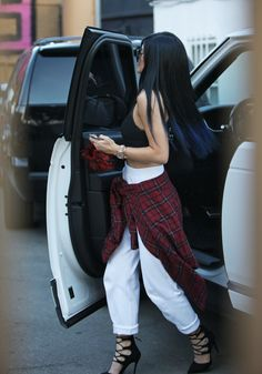 Kylie Jenner Blue Hair Hightlights Hot - http://oceanup.com/2014/09/16/kylie-jenner-blue-hair-hightlights-hot/