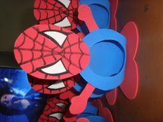 Porta Bombom com tema Homem Aranha confeccionado em E.V.A    Pode ser usado em centro de mesa de aniversário, lembrancinha dia das crianças entre outros.    Obs.: Bombom não acompanha o produto e o valor é referente a unidade do produto.    Favor especificar em qual modelo deseja.