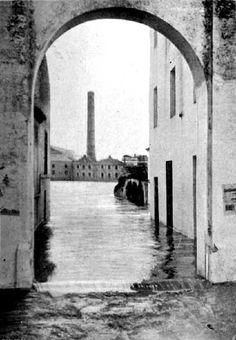 Riada de 1912 entrando a la calle Castilla por el arco de la O