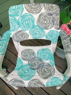 garden chair covered with ikea napkins, decoupage, outdoor furniture Backyard Chairs, Plastic Patio Chairs, Garden Chairs, Outdoor Chairs, Ikea Garden Furniture, Diy Pallet Furniture, Shabby Chic Furniture, Outdoor Furniture, Antique Furniture