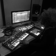 Temisphere: DJ, producer, techno https://soundcloud.com/temisphere