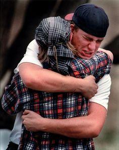 2000 - Para el Staff del Rocky Mountain News de Denver por sus fotos tomadas tras el tiroteo del colegio Columbine