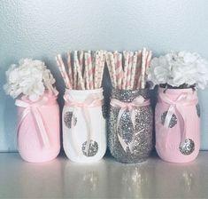 Pink Mason Jars, Glitter Mason Jars, Painted Mason Jars, Pot Mason Diy, Mason Jar Crafts, Pots Mason, Diy Bottle, Bottle Crafts, Deco Ballon