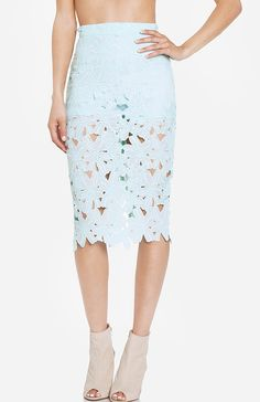 DailyLook: DAILYLOOK Venise Lace Pencil Skirt in Mint XS - L