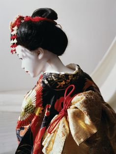 Laurie Simmons, The Love Doll Day 31 (Geisha Close-Up), 2011, Copyright the Artist. Courtesy Wilkinson Gallery, London http://www.aestheticamagazine.com/blog/laurie-simmons-arts-club-london/