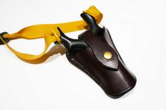 Leather catapult holster designed to fit most symmetrical frames. Handmade in Scotland from English saddle leather. Secure press stud closure and belt loop on the rear.