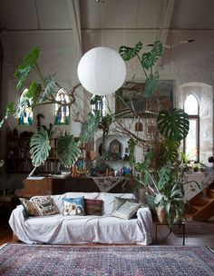 Stunning Bohemian Interior Design You Will Love. Bored with the same house design? It's time for you to try a new design that certainly makes your home look fresh and more comfortable. One design. Bohemian House, Bohemian Interior, Bohemian Living, Modern Bohemian, Interior Exterior, Home Interior, Country Interior, Interior Garden, Interior Plants