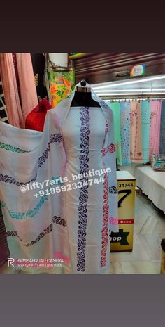 Basic Painting, Block Painting, Stencil Painting, Spray Painting, Hand Painted Dress, Painted Clothes, Sleeves Designs For Dresses, Sleeve Designs, New Suit Design