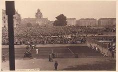 Tenisové kurty v místech dnešního fotbalového stadionu Sparty ještě před vybudováním Molochova, tj. před rokem 1938 (poměrně unikátní snímek).