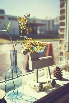 #photographie #vintage #decoration #fleurs Table Decorations, Furniture, Vintage, Home Decor, Photography, Flowers, Decoration Home, Room Decor, Home Furnishings
