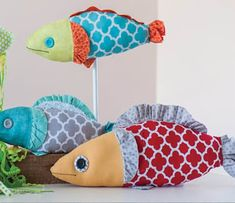 Here are 30 free patterns for adorable baby quilts! To go to a pattern : Scroll down the page. Fish Patterns, Quilt Patterns Free, Craft Patterns, Free Pattern, Fish Quilt Pattern, Bubble Quilt, Ocean Quilt, Fish Pillow, Fabric Fish