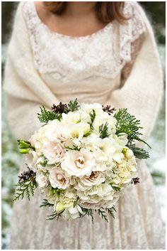 Winter Wedding Bouquets | rustic, vintage, winter wedding - Want That Wedding