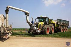 Tanken, Claas, Claas Xerion, Gülletank, Schlitzgerät, Gülle-Schlitzgerät Big Tractors, New Tractor, Tractor Implements, Engin, Heavy Truck, Steam Locomotive, Classic Trucks, Heavy Equipment, Farm Life