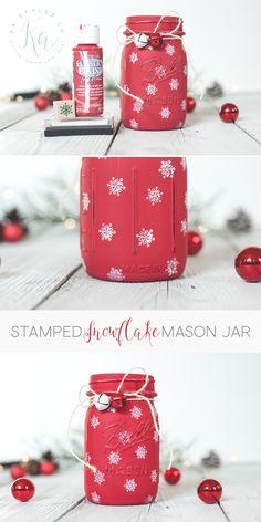 28 DIY Christmas Luminaries to Make For Holiday Decor DIY stamped snowflake mason jar holiday decor. Pot Mason Diy, Mason Jar Gifts, Jar Crafts, Bottle Crafts, Christmas Mason Jars, Christmas Crafts, Christmas Ideas, Mason Jar Projects, Painted Mason Jars