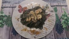 Spaguetti negros con salsa de curry y gambas